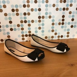 Forever 21 faux leather bow ballet flat
